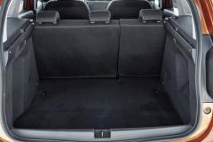 Zavazadlový prostor má základní objem 445 l u pohonu 4x2 a 411 l u konfigurace 4x4
