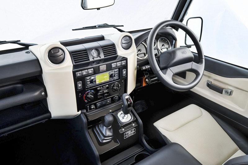 Motor V8 je doplněn o osmistupňovou automatickou převodovku ZF