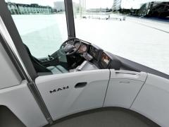 Designově zajímavé řešení přepážky, oddělující pracoviště řidiče od prostoru cestujících