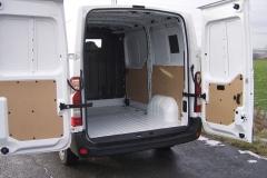Renault – Rozměrné zadní křídlové dveře vyhovují nakládání i vysokozdvižným vozíkem