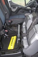 Renault – Pod lavicí pro spolujezdce je objemný zavazadlový prostor