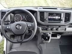 crafter-Pracoviště řidiče je velmi prakticky řešené, volant lze nastavit ve dvou rovinách, ergonomicky bezchybné