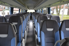 Interiér autobusu je vybaven novými typy sedaček pro cestující