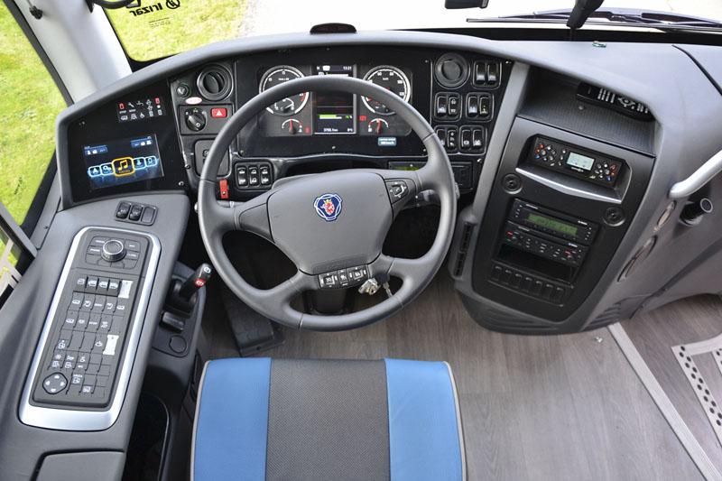 Přístrojová deska – základní uspořádání je shodné se starším provedením a proto je přechod řidiče na i6s je bez větších problémů