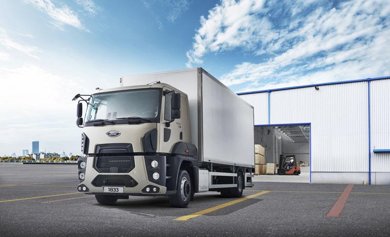 Distribuční Ford Trucks 1833 D Euro6 má motor svýkonem 243 kW/330 k