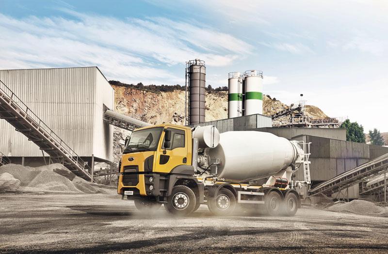 Ford Trucks 4142 M 8x4 svýkonem 309 kW/2150 Nm skrátkou denní budkou sdomíchávačem betonu