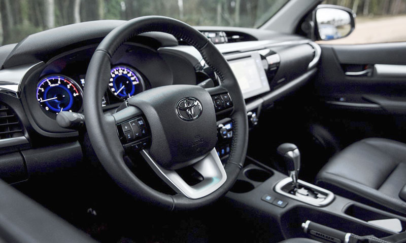 toyota-hilux-Komfortní interiér je na úrovni SUV