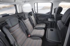 V druhé řadě mohou být tři samostatná sedadla, umožňující velkou variabilitu interiéru