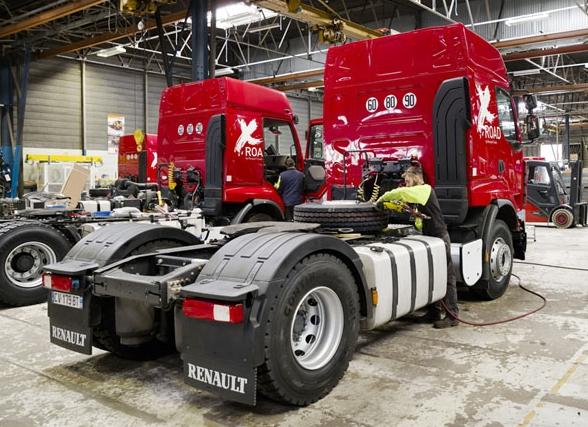 Renovace a pečlivé prohlídky ojetých vozidel probíhají ve speciální dílně vautomobilce Renault Trucks v Bourg-en-Bresse