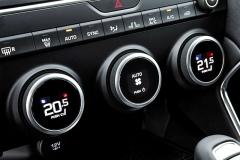 Dvouzónová samočinná klimatizace je standardem pro každý E-Pace bez ohledu na výbavu