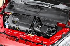 Pod kapotou nejmenšího Jaguaru najdete výhradně přeplňované čtyřválce řady Ingenium