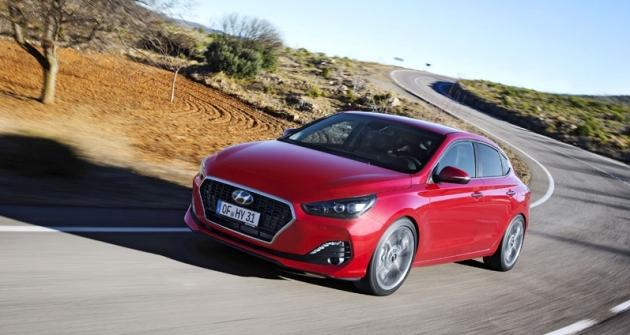Hyundai i30 Fastback je nižší asportovněji střižený. Specificky pojatý je i přední nárazník