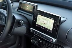 Komunikační rozhraní mezi řidičem a vozem je svěřeno dvěma displejům