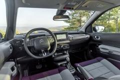 Interiér těží z nových materiálů. Přední sedadla nové konstrukce jsou měkká a velmi pohodlná
