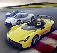 Automobil je navržen modulárně. Základem je provedení bez čelního skla, následuje roadster a nakonec kupé. Zadní přítlačné křídlo je volitelnou výbavou