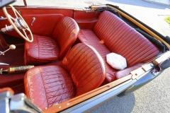 Proti předchozím typům AC pojme dvoulitrový poválečný vůz konečně pohodlně čtyřipasažéry