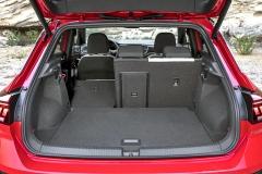 Do zavazadlového prostoru objemu 445 litrů vede cesta přes elektricky výklopné víko