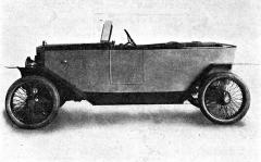 Svému malému vozu s dvouválcovým motorem dal Bohumil Pánek jméno Sfinx