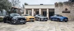 I nadále je Mustang v Evropě kdispozici se dvěma karoseriemi, dvěma motory advojicí převodovek. Po modernizaci z americké nabídky zmizel motor V6