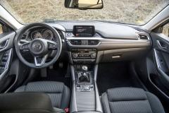 Přehlednost a vynikající pozice za volantem jsou největšími přednostmi interiéru Mazdy 6