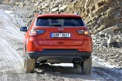 Vysoká světlá výška Jeepu Compass zajišťuje vynikající průchodnost terénem