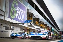 Ford GT nejprve vznikl jako závodní vůz a až poté byla představena sériová verze. Fordzvítězil v Le Mans v roce 2016 aurčitě bude chtít zpět na vrchol