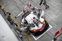 Po odchodu z královské kategorie LMP1 se Porsche o to víc opře do kategorie GTE. Zvuk atmosférického motoru 911 RSR je prostě skvělý!