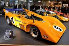"""McLaren M8D """"Batmobile"""" (1970), sportovní prototyp Skupiny 7 s hliníkovým monokokem a motorem """"big-block"""" Chevrolet V8 7620cm3 (680 k) a převodovkou Hewland LG600 továrního týmu, se účastnil deseti závodů Can-Am, z toho 9x zvítězil. Získal titul jak výrobci, tak v pořadí druhý pro Dennyho Hulma. Pilotovali jej Dan Gurney aPeter Gethin. V jednom ze čtyř postavených se zabil zakladatel Bruce McLaren. Zaním F1 M7A (1968) se třemi vítězstvími vGP"""
