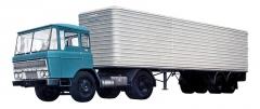 DAF dlouho vyráběl návěsy vlastní konstrukce, na snímku hliníkový Eurotrailer s tahačem DAF F2600 (1964)