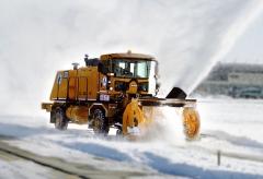 Sněžný pluh Oshkosh série H s motorem vzadu na rámu