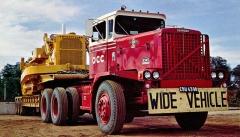 Oshkosh R Series ze sedmdesátých let jako těžký tahač návěsů