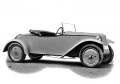 Sportovní roadster Tatra 57 z roku 1932 s dvířky jen na levém boku karoserie