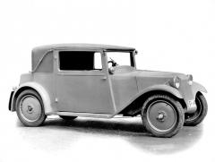 Sériová Tatra 57 alias Hadimrška ročníku 1932 se stupačkami mezi blatníky