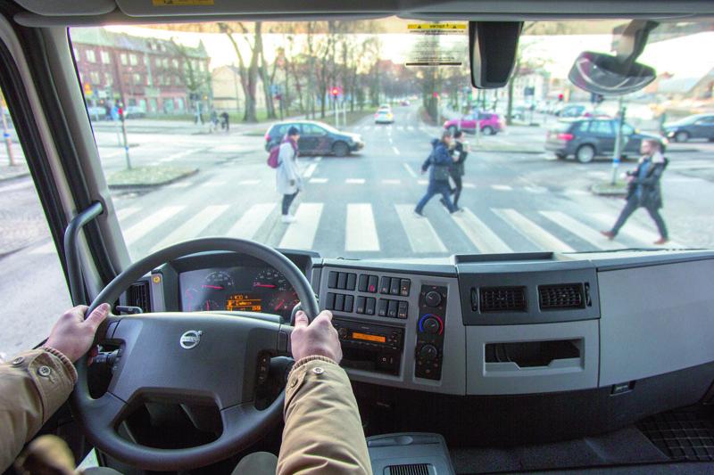 Přehled toho, co se děje před vozidlem akolem něj, je při jízdě městem či jinými zastavěnými aglomeracemi extrémně důležitý.