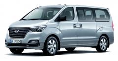 Nová modelová řada Hyundai H-1 je vybavena vznětovým motorem vetřech různých úrovních maximálního výkonu. Osobní verze H-1 Tour je nabízena smotorem 2,5 A2-VGT poskytujícím maximální výkon nahranici 125 kW/170 kamax. točivý moment 441 N.m, ato vespojení spětistupňovou automatickou převodovkou.