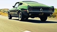 Ušlechtilé tvary originálu – většina fanoušků Mustangů, neřku-li přímo modelu Bullitt by zřejmě rádo, kdyby je účastníci provozu spíše vídali ztohoto pohledu.