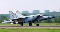 """Mezitím, co první sériové třímachové letouny Mig 25R aMig 25P putovaly dooperačního nasazení kposádkám, upravené stroje """"bořily"""" jeden rekord zadruhým. Popravdě to byl pro celý západní svět šok, když zjistil, že Sovětský svaz disponuje poměrně velkým počtem letounů schopných dosahovat rychlosti 3M avíce."""