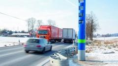 Nastátních silnicích vNěmecku budou kontrolovat placení mýta unákladních vozidel odcelkové hmotnosti 7,5t takovéto mýtné sloupky.