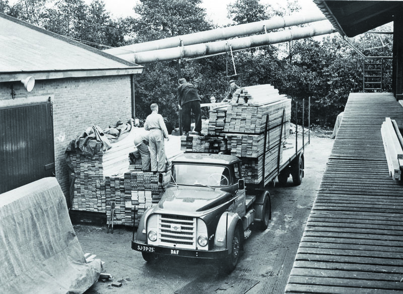 DAF vyráběl též vozidla skapotovými kabinami – jako napříkla tuto sérii 15, resp. DAF Torpedo.
