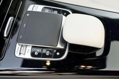 Jedním z komunikačních rozhraní mezi řidičem a vozem je touchpad na středové konzole