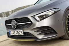 Výraz přední části odkazuje na nejnovější typové řady Mercedes-Benz
