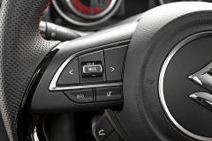 Multifunkční volant je samozřejmostí