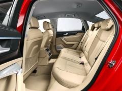 Rozvor 2924 mm zajišťuje dostatek prostoru i na zadních sedadlech