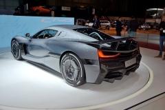 Rimac C_Two má mít podle továrny nejvyšší rychlost 412 km/h azrychlení z 0 na 100/300 km/h za 1,97/11,8 s