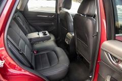 U zadních sedadel lze měnit sklon opěradel ve dvou úhlech