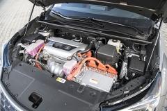 Hybridní pohon se zážehovým čtyřválcem 2,5 l má původ v Toyotě RAV4