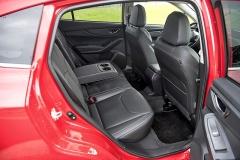 Pro kolena zadních cestujících je připraveno minimálně 163 mm. Prostornější hatchback této kategorie budete hledat jen těžko