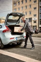Doručení zásilky přímo do automobilu je službou, jež dokáže usnadnit nakupování