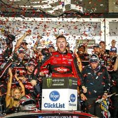 Austin Dillon (Chevrolet) získal teprve druhé vítězství v nejvyšší lize NASCAR, ale zato v největším závodě 500 mil Daytony 2018