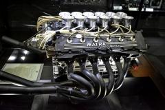 V hale motorů vypreparovali všechny významné motory Matra. Tento V12, Typ MS 12/73 (485 k), vybojoval továrně druhý titul Mistrovství světa značek (1974) v její poslední sezóně. Roku 1975 sním jezdil DN7 (stáje OUP-Shadow; 500 k) a roku 1976 Ligier JS 5 (525 k)